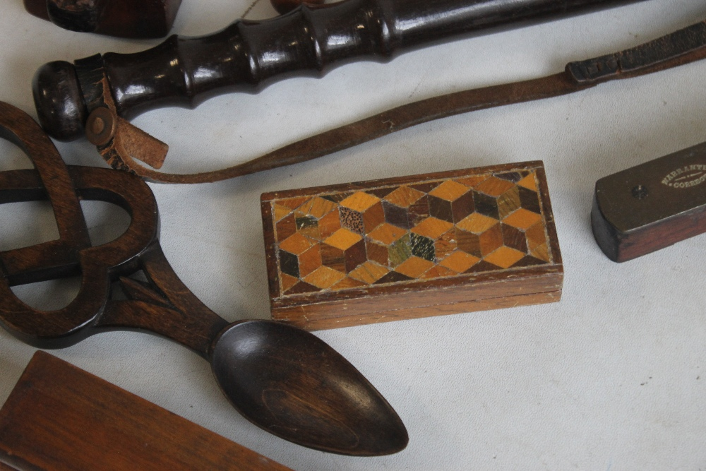 A COLLECTION OF ASSORTED TREEN, to include a truncheon, love spoon, owl letter opener etc - Image 3 of 6