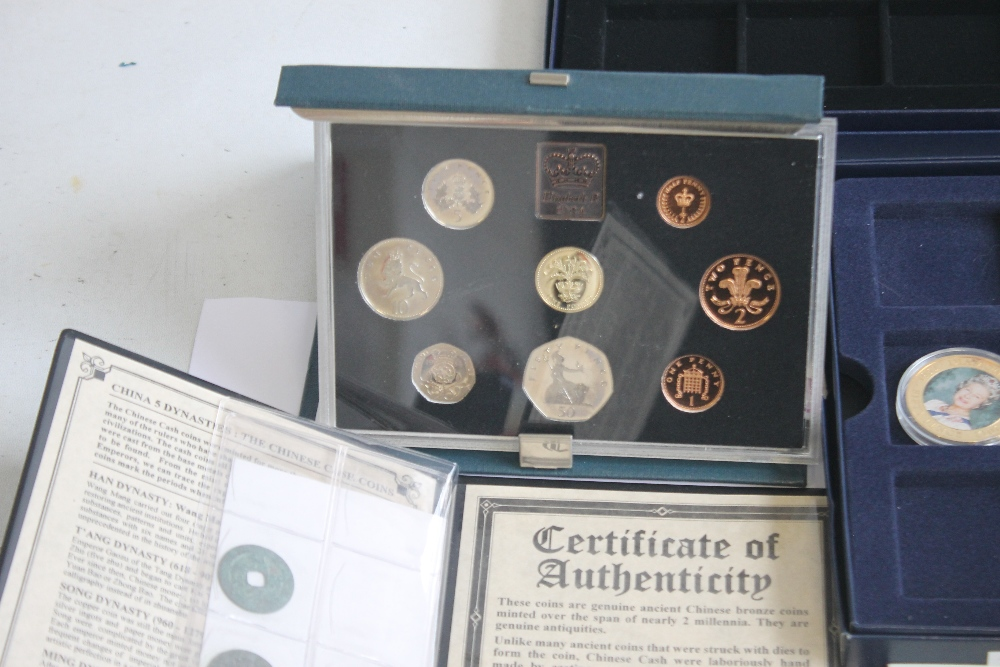 A COLLECTION OF MODERN PROOF AND COMMEMORATIVE COINS AND MEDALS, to include a 1984 proof set, a - Image 2 of 6