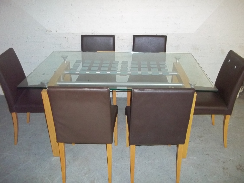 A GLASS DINING SET WITH SIX FAUX LEATHER CHAIRS - Image 4 of 5
