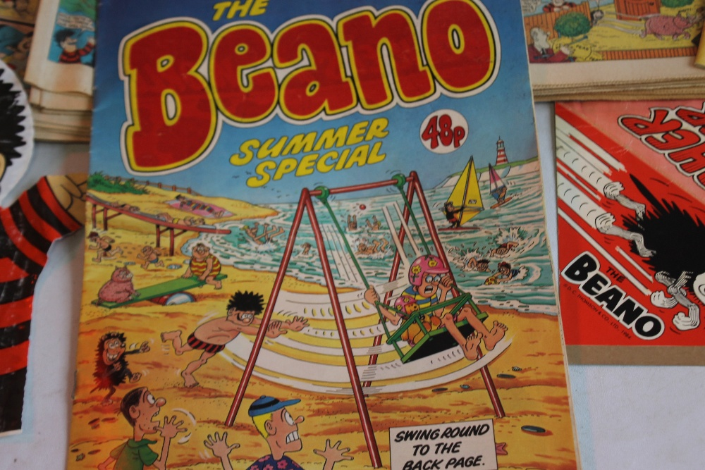 BEANO COMICS WITH TWO FREE GIFTS, approx. 100 1980s Beano comics with two Summer Specials and a ' - Image 4 of 5