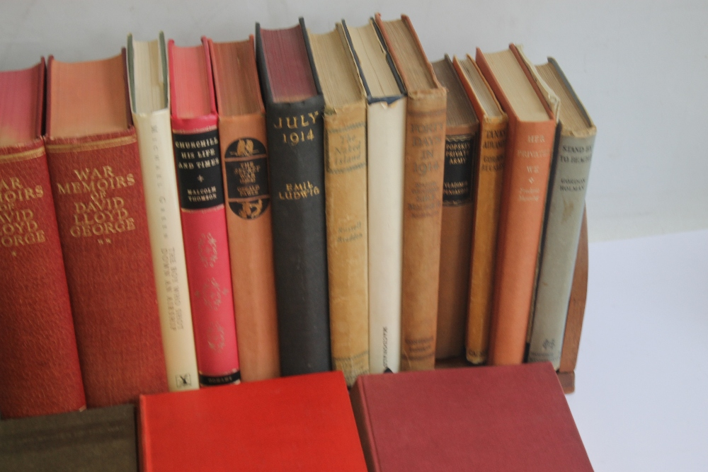 A COLLECTION OF MILITARY INTEREST BOOKS to include Winston S. Churchill - 'The Second World War' - Image 3 of 5