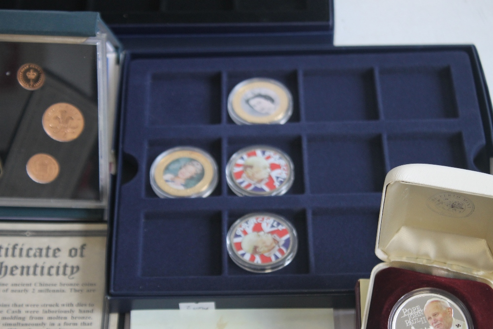 A COLLECTION OF MODERN PROOF AND COMMEMORATIVE COINS AND MEDALS, to include a 1984 proof set, a - Image 3 of 6