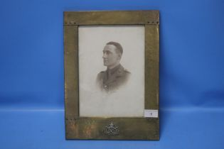 A BRASS PHOTO WITH SOUTH STAFFORDSHIRE REGIMENT BADGE CONTAINING A PHOTOGRAPH OF A SOLDIER 27 CM X