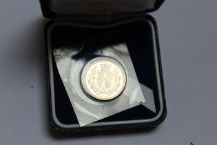 A CASED ELIZABETH II 2002 SHIELD BACK GOLD SOVEREIGN