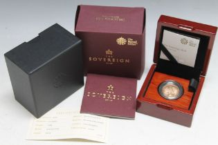 A ROYAL MINT QUEEN ELIZABETH II 2018 SOVEREIGN, complete with box and papers stating a edition limit