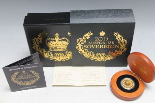 A QUEEN ELIZABETH II 2015 AUSTRALIAN SOVEREIGN, complete with box and papers stating a edition limit