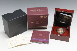 A ROYAL MINT QUEEN ELIZABETH II 2015 SOVEREIGN, complete with box and papers