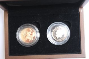 A CASED ROYAL MINT QUEEN ELIZABETH II 2009 FULL AND HALF SOVEREIGN PROOF SET (2 COINS)