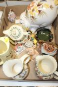 A TRAY OF CERAMICS TO INCLUDE AN UNUSUAL ORIENTAL GLAZED BOWL, WADE BELL'S WHISKEY JUG, BESWICK GOLD