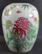 grosse China-Deckel-Vase, Blumenbemalung und chines. Schriftzeichen, H-28 cm, D-18 cm, Alters-u.