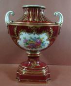 """Vase """"Potschappel"""" Dresden, Handmalerei in Reserven, Goldstaffage, H-19 cm, B-14 cm"""