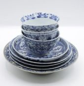 Konvolut div. China-Porzallan, blaue Dekore, jedes Teil mit Chip, Becher ca. H-4,5cm, Größter Teller