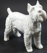 Terrierfigur, Weißporzellan, ungemarkt, H. 14,5, L. ca. 16 cm