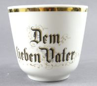 """Tasse, Seltmann Vohenstrauss, """"Dem lieben Vater"""", H. 9 cm, Goldrand stellenweise leicht verkratzt"""