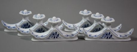 6x Messerbänke, Hutschenreuther, blaues florales Dekor, H-3,5cm B-9cm.