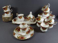 "Kaffee-Service ""Royal Albert"" Old Country Rose, 36 Teile, 12 Teller, 11 U.T., 10 Tassen, Milch-"