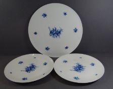 """gr. Tortenplatte """"Rosenthal"""" Romanze in blau, D-32 cm, anbei 2 Teller, D-25,5 cm, 1^x mit minim."""