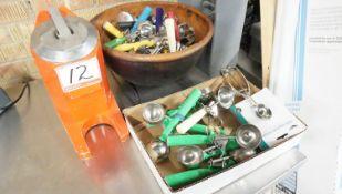 LOT - FIORENZATO ELECTRIC JUICER W/ ICE CREAM HAND SCOOPS