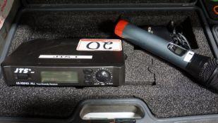 JTS VS-9001D TRUE DIVERSITY RECEIVER / TRANSMITTER W/ MIC C/W HARD CASE. FREQ. 782-806 MHZ
