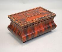 Schatulle mit gemalter Schildpattimitation,allseitig gebaucht, Pinienholz, auf gequetschten