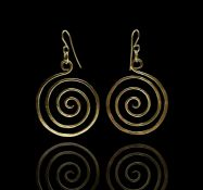 A pair of 18ct gold Janet Slack earrings each of spiral form 15.2gm London 1997 Length 5cm spiral