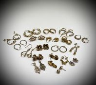 20 pairs of 9ct gold earrings 45gm Condition: One earring noted without a hook, all are for
