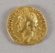 Antike römische Goldmünze (Aureus), Antoninus Pius, 139 n. Chr.
