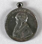 Tragbare Medaille aus Zinn mit angegossener Öse, 19. Jh., Johann Gaensfleisch gen. Gutenberg