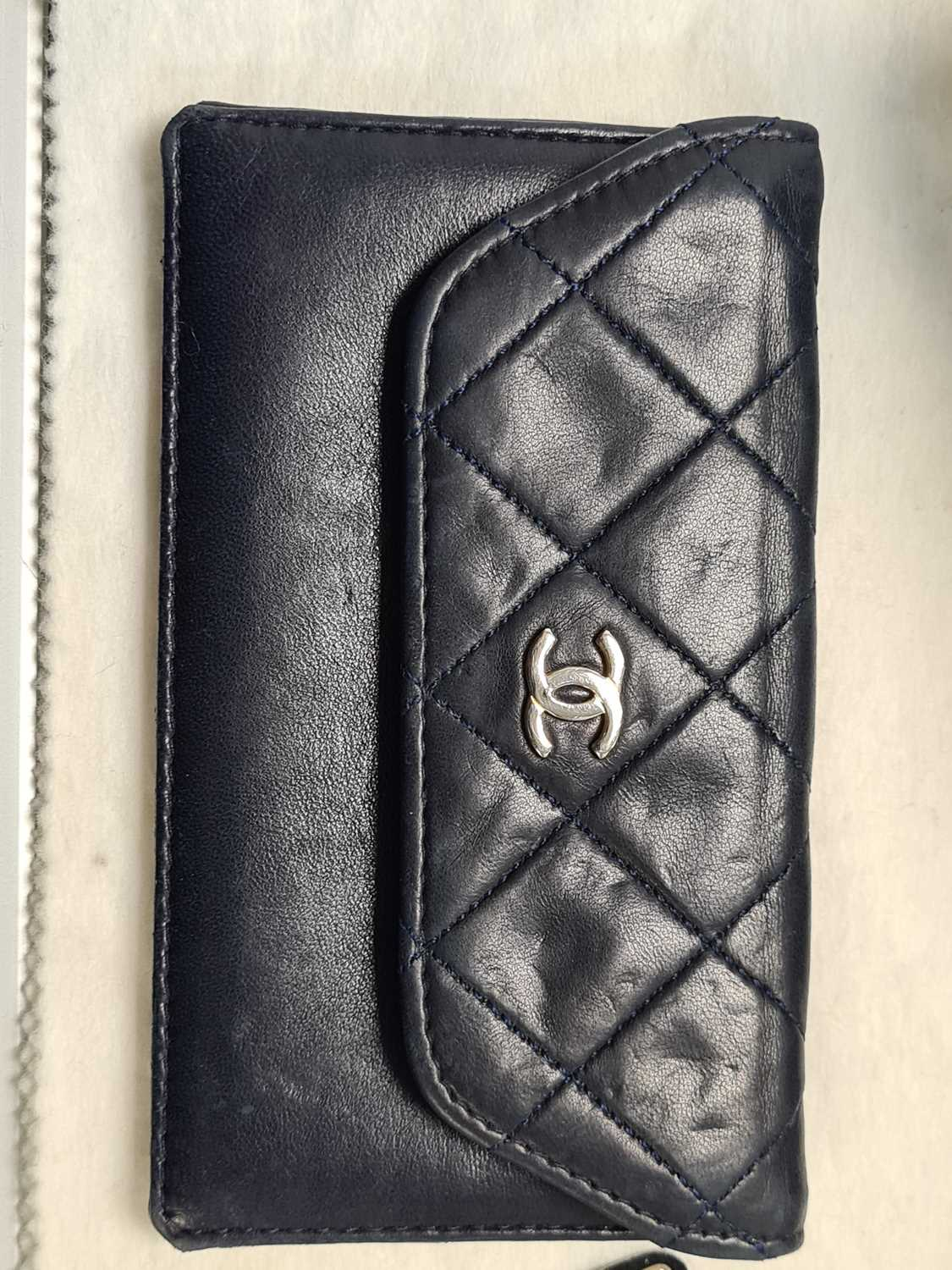Chanel. A classic quilted leather handbag, of tapered square design, with gold tone CC logo clasp, - Image 19 of 26