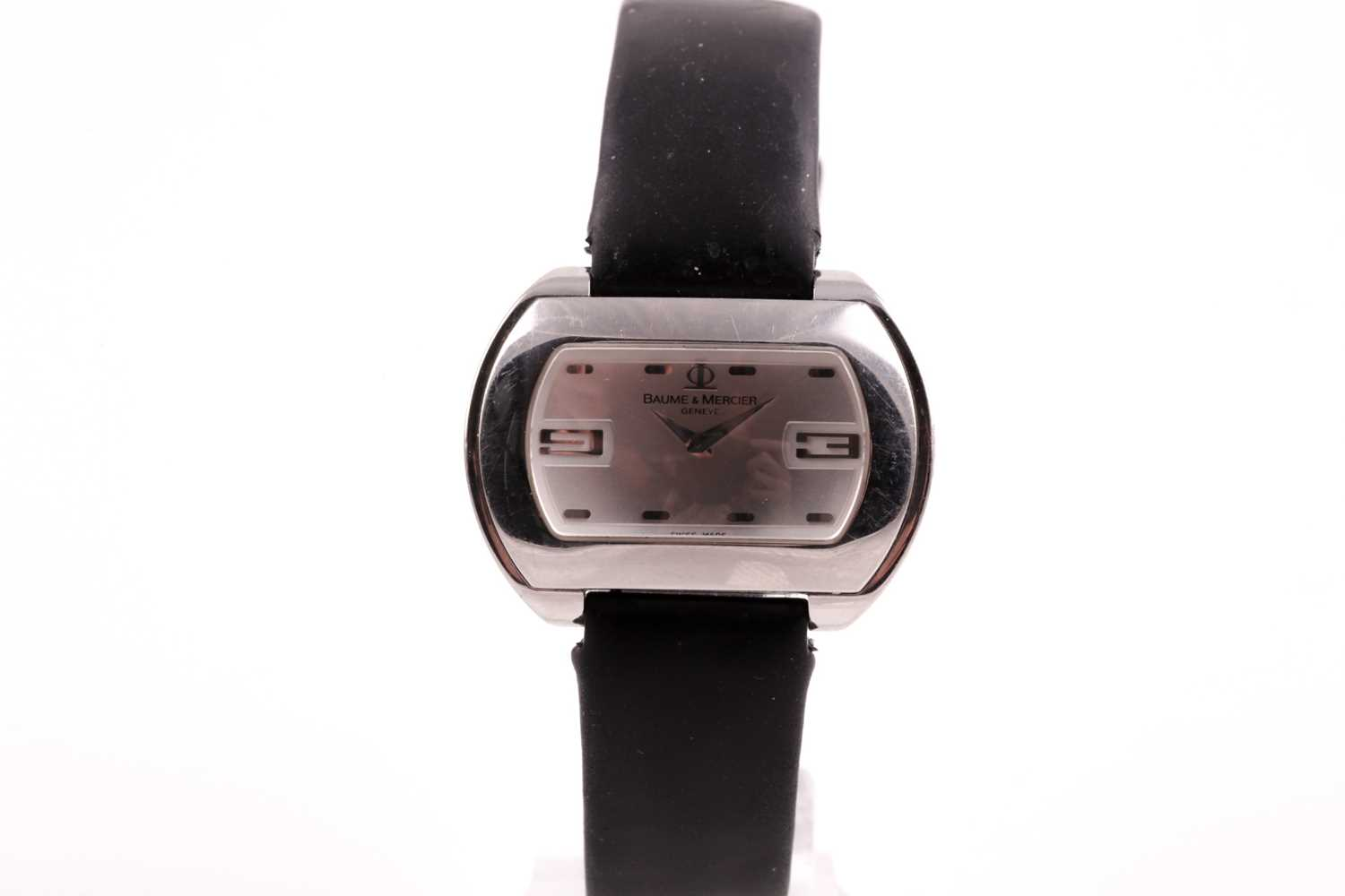 A Baume & Mercier ladies stainless steel oval wristwatch, the silvered dial with larger 3 and 9 - Image 4 of 11