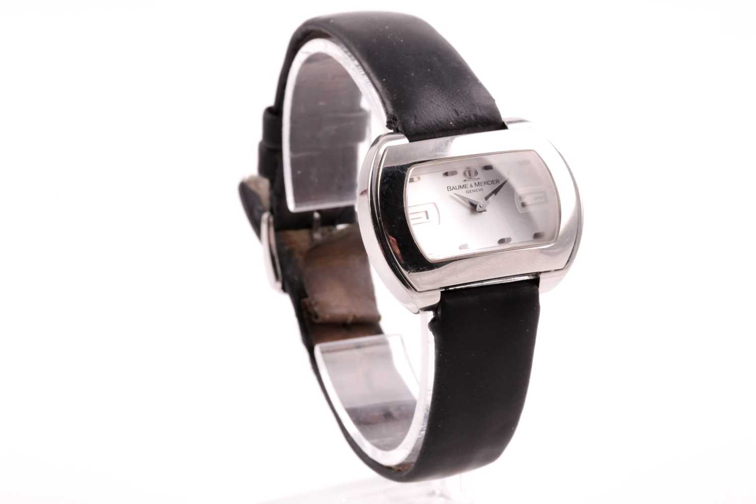 A Baume & Mercier ladies stainless steel oval wristwatch, the silvered dial with larger 3 and 9 - Image 5 of 11