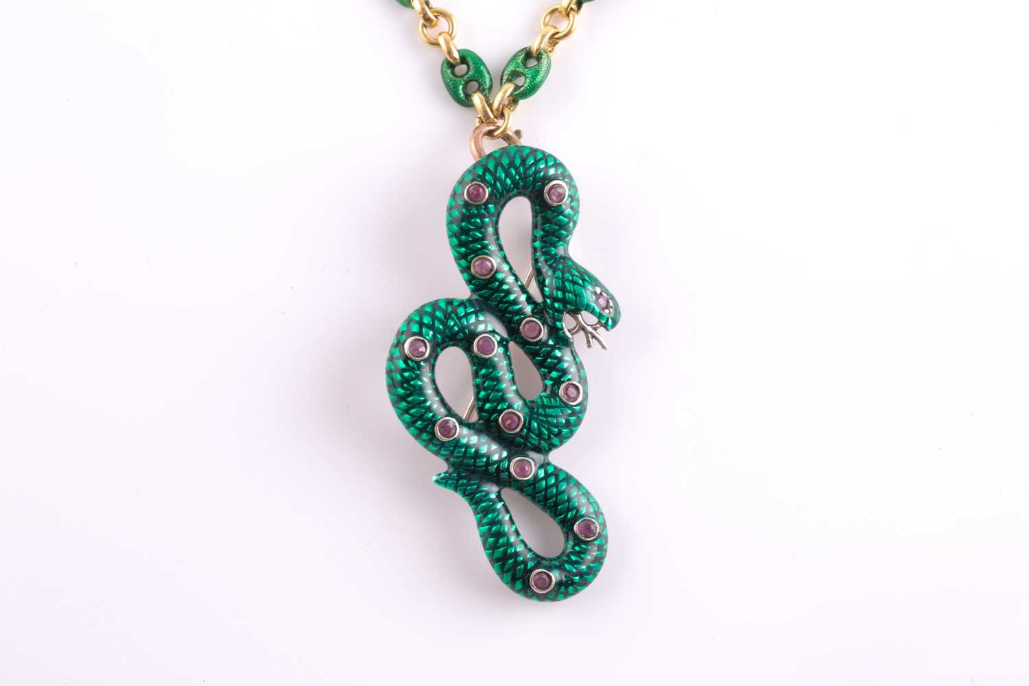 An 18ct yellow gold Continental anchor-link chain, alternated with plain and green enamel links, - Image 3 of 6