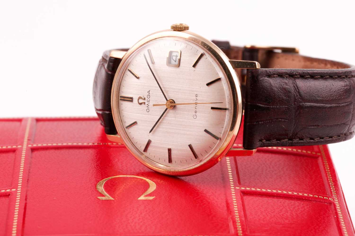 An Omega 9ct yellow gold mechanical wristwatch, the silvered dial with baton indices and date - Image 6 of 14