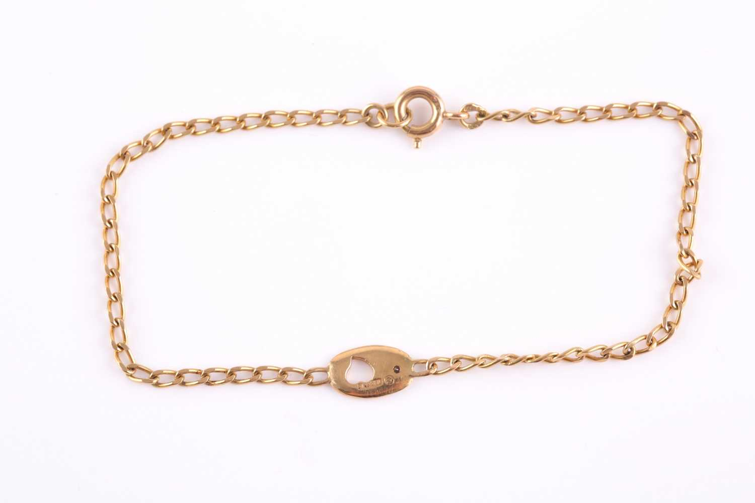 An 18ct yellow gold bracelet, with a small oval pendant loop inset with a small white stone, 18 cm - Image 2 of 3
