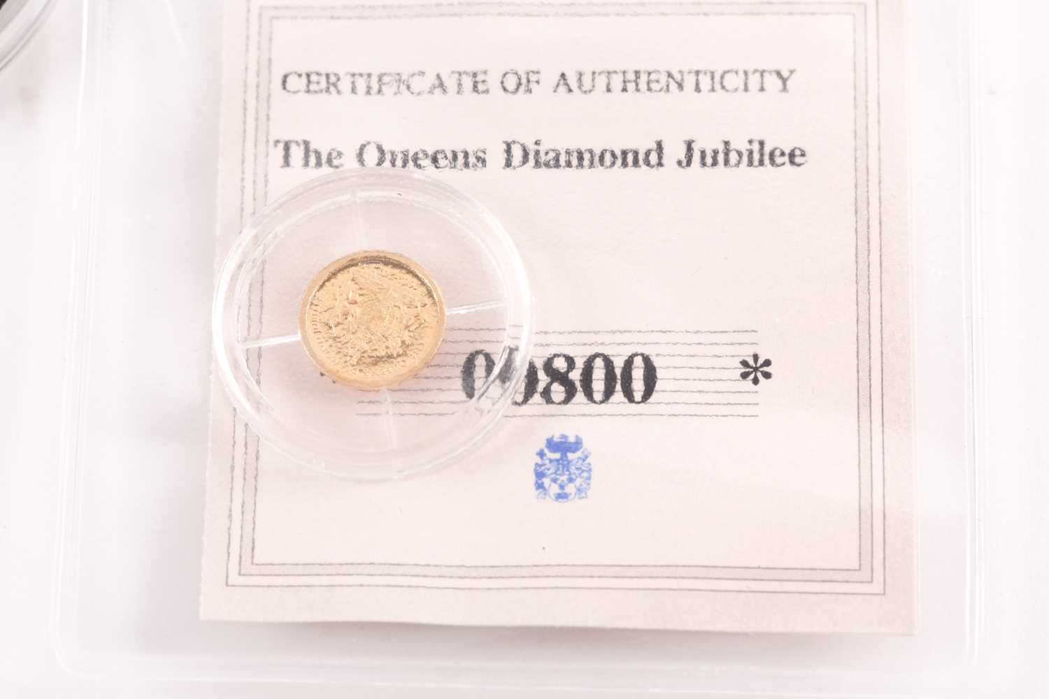 Two boxed 9ct gold proof Double Crowns, commemorating the birth of Prince George (2014) and - Image 2 of 8