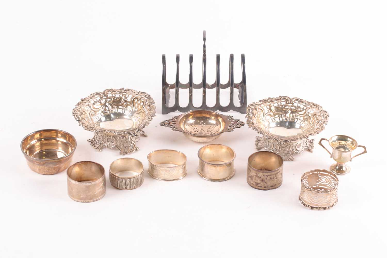 A mixed group of small silver items, comprising a toast rack, a pair of heart-shaped dishes with