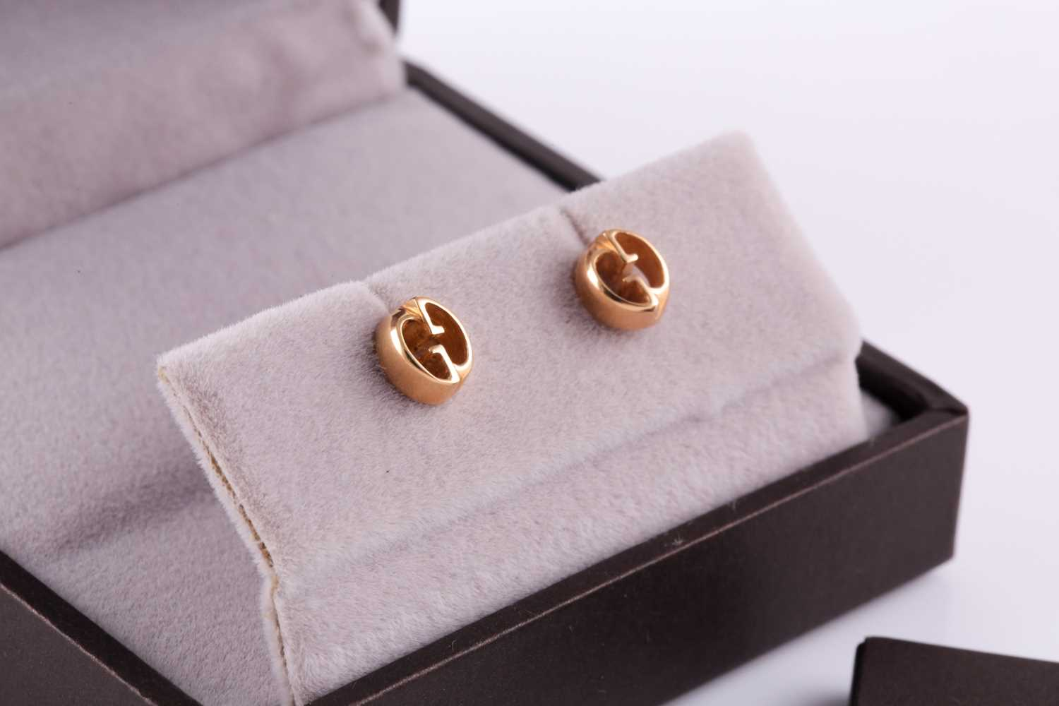 Gucci. A pair of 18ct yellow gold stud earrings of double G design, in original box and outer box. - Image 4 of 5