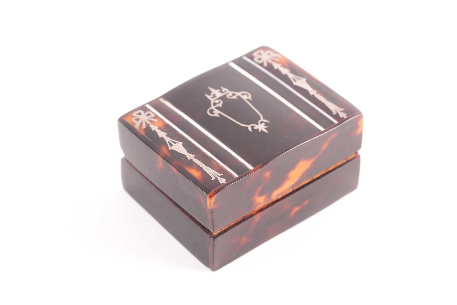 An Edwardian silver and tortoiseshell stamp box, rounded rectangular, the hinged cover with - Image 7 of 7