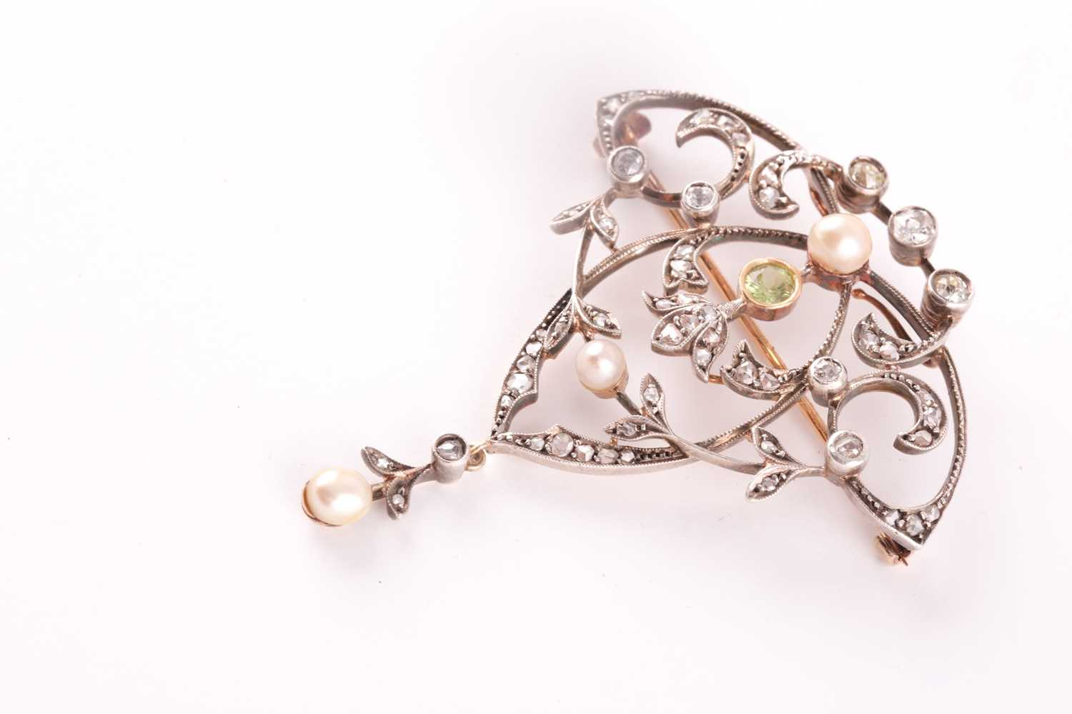 A yellow and white metal, peridot, diamond and pearl brooch/pendant, the openwork art Nouveau - Image 3 of 4