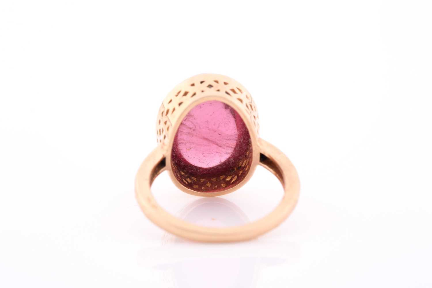 An 18ct yellow gold and tourmaline ring, set with an oval cabochon pink tourmaline, measuring - Image 2 of 4
