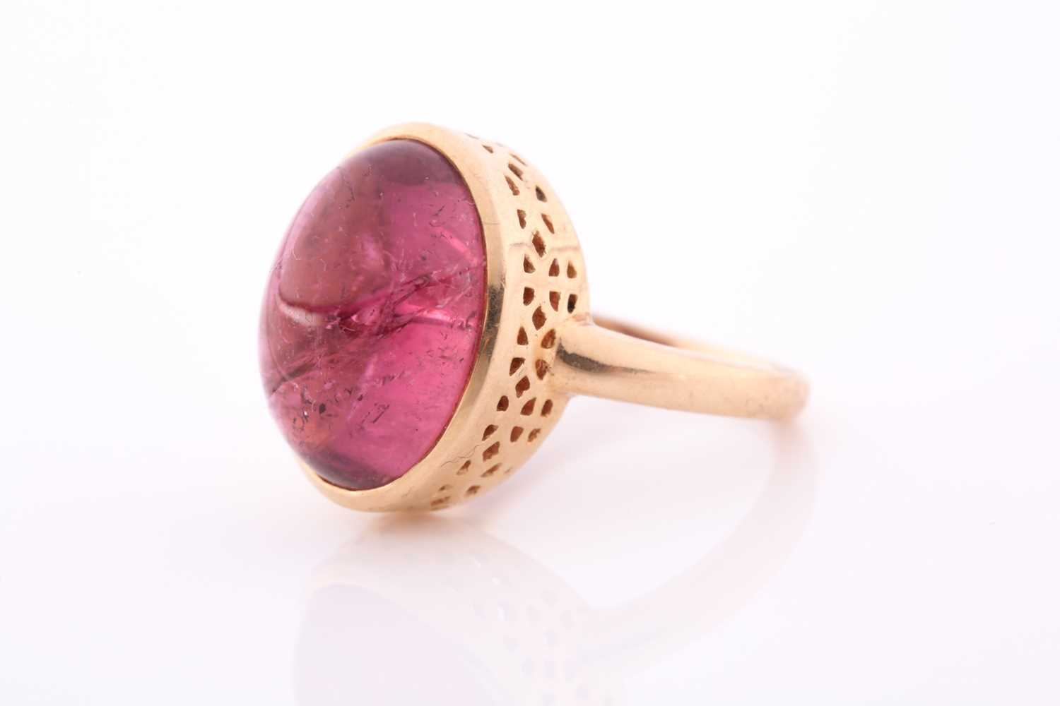 An 18ct yellow gold and tourmaline ring, set with an oval cabochon pink tourmaline, measuring - Image 4 of 4