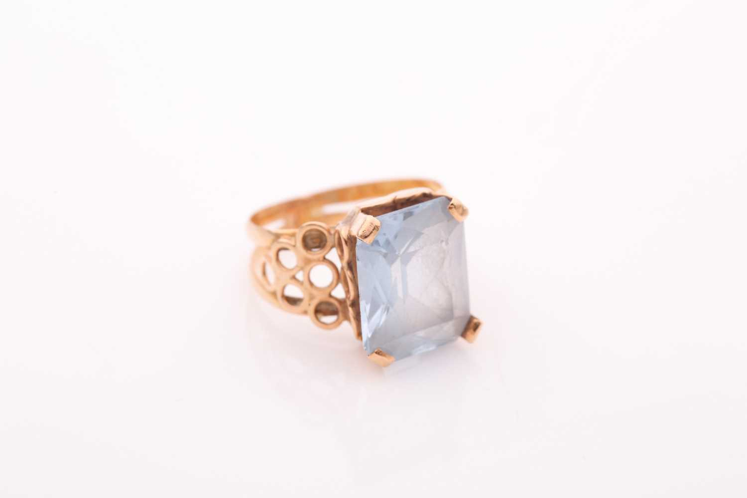 A single stone aquamarine dress ring, the rectangular mixed cut aquamarine in four claw mount to a - Image 3 of 4