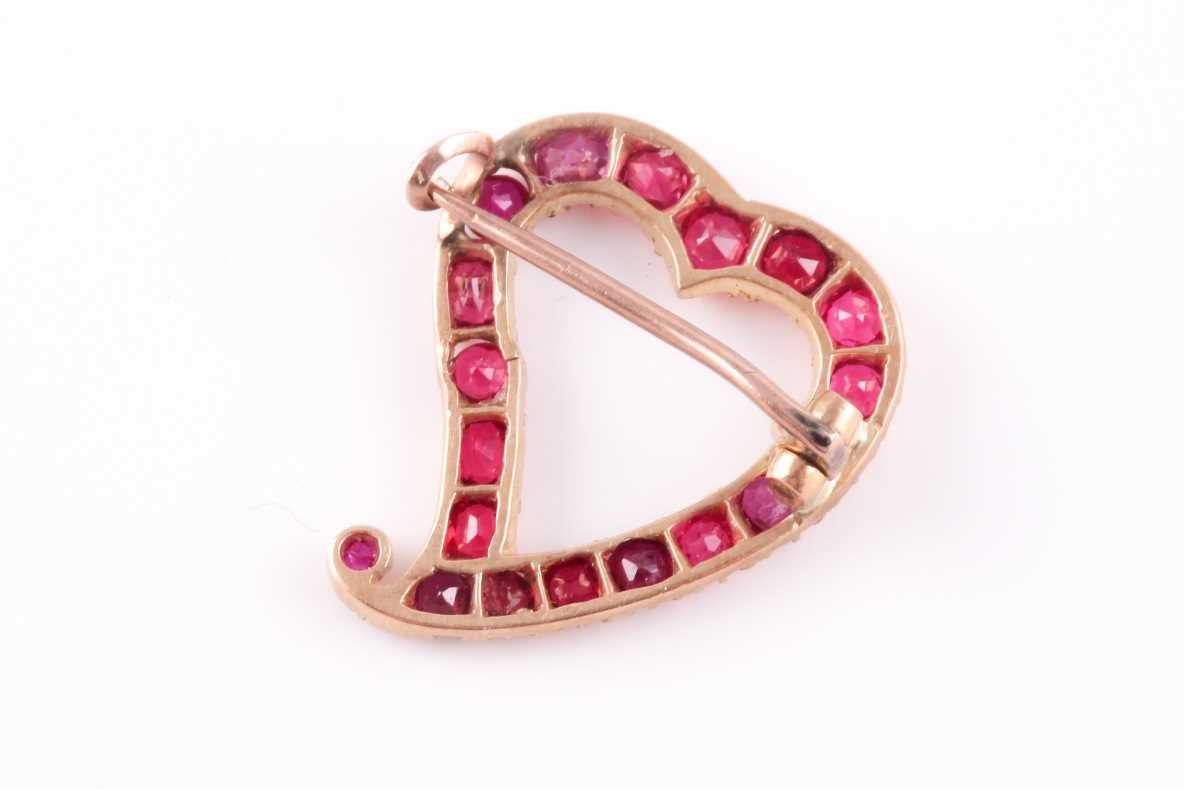 A yellow metal and red spinel heart-shaped brooch, set with mixed-cut red spinels, unmarked, 2.2 x - Image 2 of 2