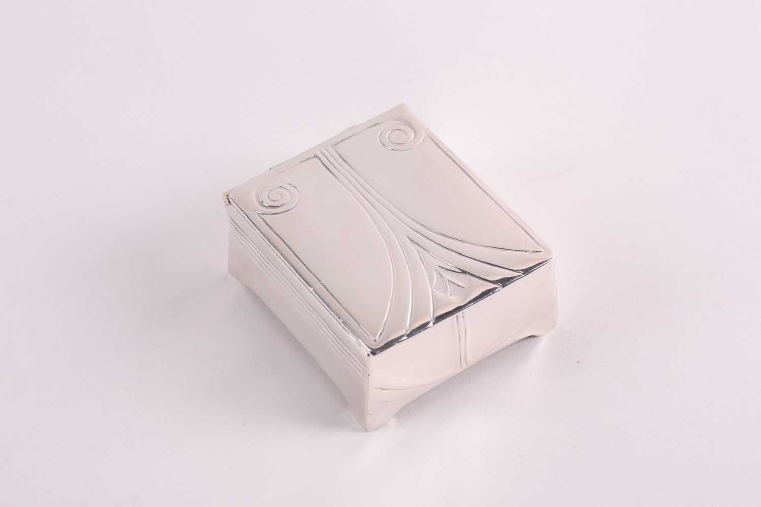 An Edwardian silver and tortoiseshell stamp box, rounded rectangular, the hinged cover with - Image 5 of 7