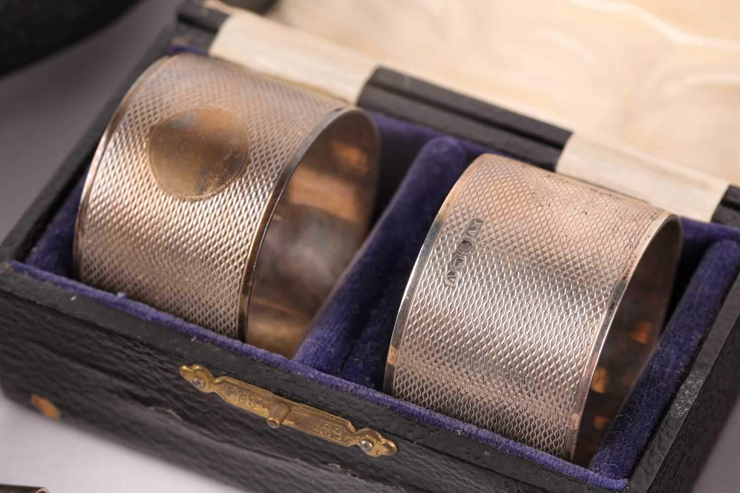 A cased silver Christening set. Birmingham 1915 and later spoon and pusher. The set comprising an - Image 3 of 5