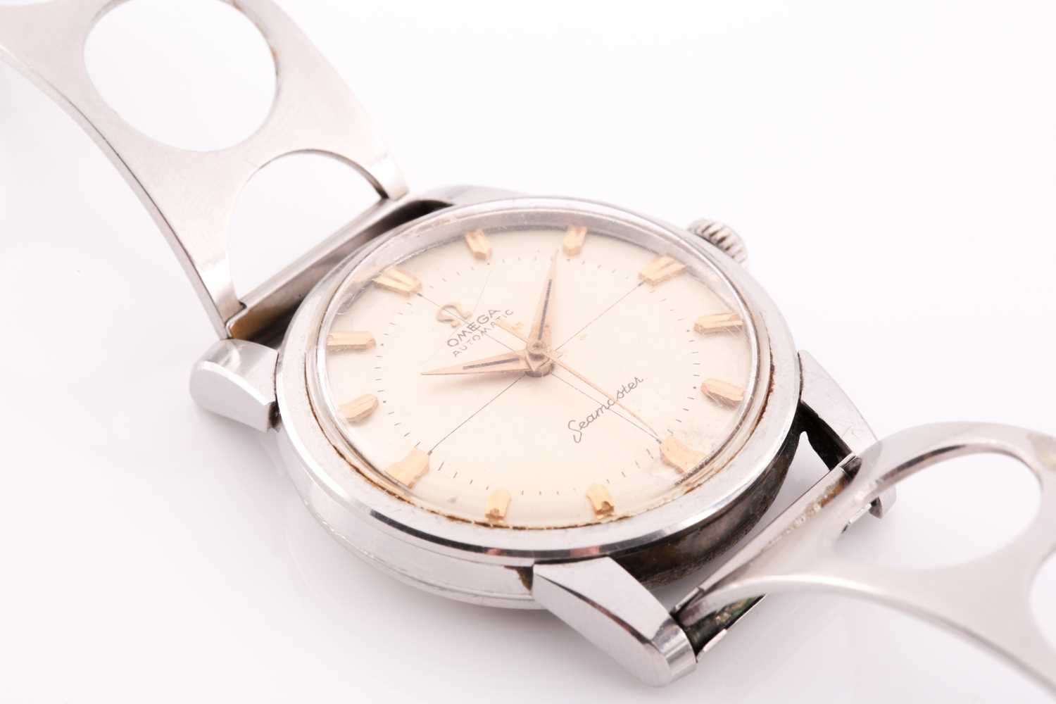 An Omega Seamaster automatic stainless steel wristwatch, the silvered dial with gilt baton - Image 5 of 7