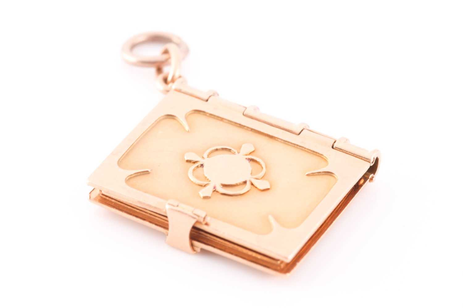A yellow gold pendant in the form of a book, the hinged cover with quatrefoil decoration, opening to - Image 4 of 4