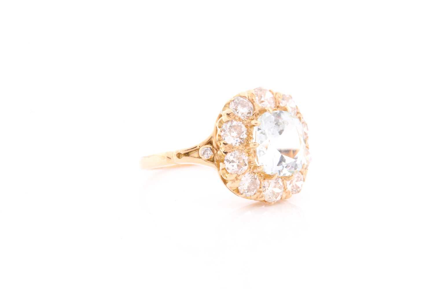 An 18ct yellow gold, diamond, and aquamarine cluster ring, set with a cushion-cut aquamarine of - Image 2 of 4
