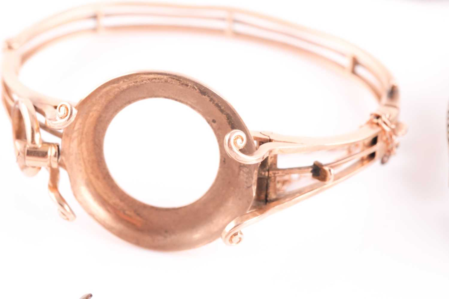 A gold watch frame, bracelet and mount, to fit a pocket watch. the central vacant circular - Image 5 of 5