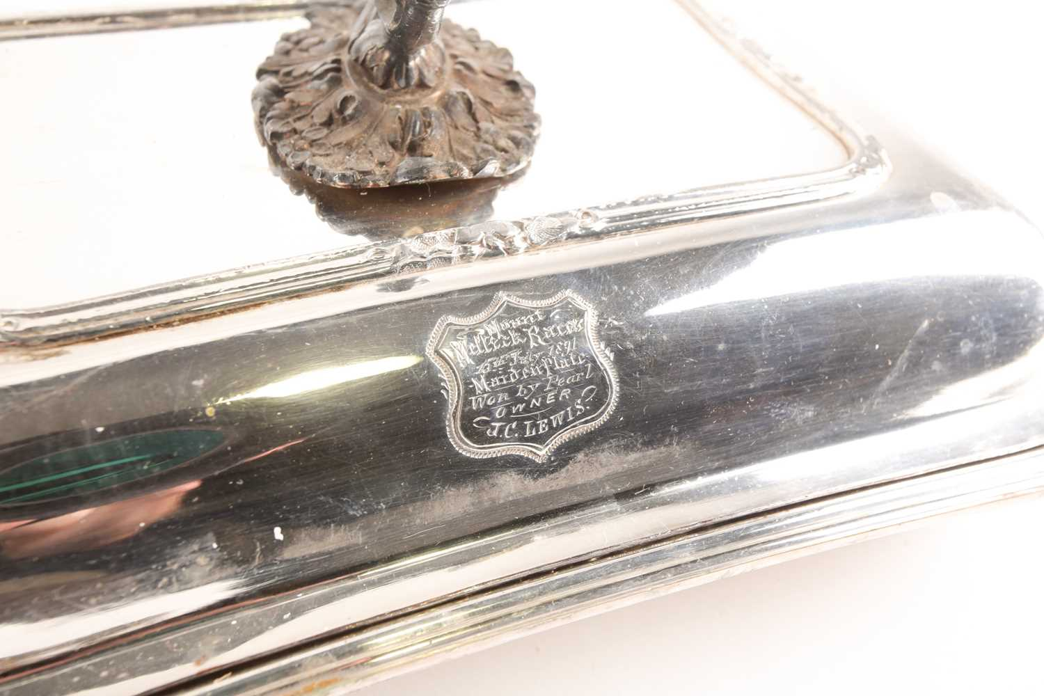 A pair of 19th century silver plated tureens and covers, the covers with shield shape cartouch - Image 5 of 5